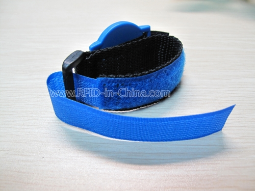 RFID Wristband with Replaceable Chip