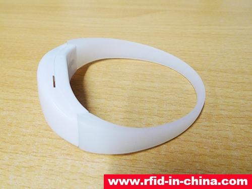 UHF RFID Silicone Wristbands-72-02