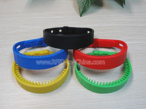Long Range RFID Silicone Wristbands With Different Colour-01