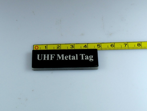UHF RFID tag for metal surfaces