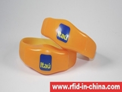 DAILY RFID released the RFID Lightening Silicone Wristband